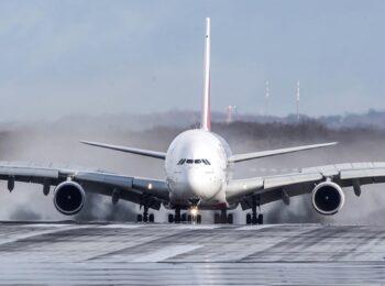 پرواز و فرود هواپیمای مسافربری غول پیکر A380